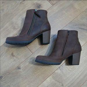 Clarks brown booties Sz 7.5